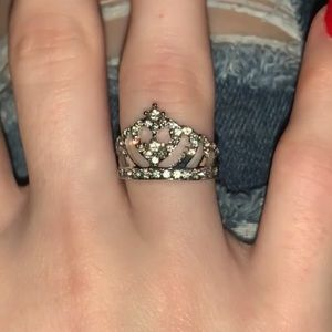 Gorgeous silver crown ring size 6